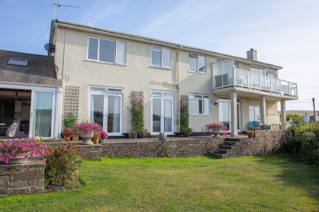 Last Minute Availability in a stunning property in Bantham